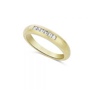 טבעת זהב צהוב יהלומים מרובעים