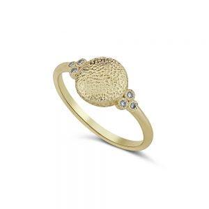 טבעת זהב מרוקעת משובצת יהלומים