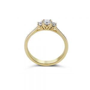 טבעת זהב משובצת יהלומים מרכזיים